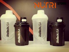 Biotech Nano Shaker -> Um dos shakers mais pequenos do mercado, com apenas 14 cm de altura!  O Nano Shake da Biotech é um shaker muito pequeno, mas muito útil. O bocal e a tampa são de rosca e não te vão incomodar enquanto bebes, pois não estão presos ao shaker. O shaker está disponível em preto e cor de rosa. Cabe em qualquer saco de ginásio ou de mão.  http://www.nutristore.pt/loja/desporto/ganho-de-massa?product_id=1189  Estamos em Odivelas e na Amadora.  #musasfitness #gym #fitness…