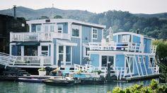 Quelques photos de la jolie ville de Sausalito avec ses maisons flottantes, juste après le Golden Gate Bridge.
