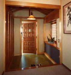Easy storage for shoes, keeps the house clean. Love this entry way functional welcoming portion of house before the full experience of you home Modern Japanese Interior, Japanese Style House, Asian Interior Design, Japanese Interior Design, Japanese Home Decor, Japanese Living Rooms, Japanese Apartment, Asian House, House Entrance