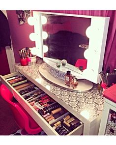The mirror in the pic is the Hollywood Girl mirror.. It's my next investment for my makeup/filming room... I love it so much & it even has a outlet on the front for more convenience