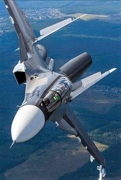 Су - 30СМ, es un avión de combate bimotor y biplaza.