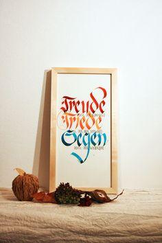 """**""""Haussegen""""**  Handgeschriebene Kalligraphie 40 x 20 cm im hochwertigen Lindenholz-Glaswechselrahmen (unbehandelt). Das Außenmaß des Rahmens ist 43 x 23 cm.  Bei dem Text handelt es sich um..."""