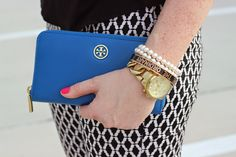 Love these printed pants & @toryburch wallet