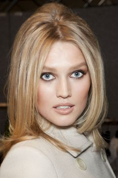Toni Garrn is a European model, who became famous working with Calvin Kleine. She has an angelic face and blue eyes. Leonardo Dicaprio Girlfriend, Top Fashion Magazines, Makeup Looks, Face Makeup, European Models, Toni Garrn, Most Beautiful Models, Beautiful Women, Mannequins