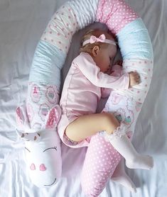 ¡ Hay un animal feroz en mi cuna ! Baby Pillows, Kids Pillows, Baby Shawer, Baby Toys, Diy Bebe, Baby Sewing Projects, Sewing Pillows, Sewing Toys, Baby Room Decor