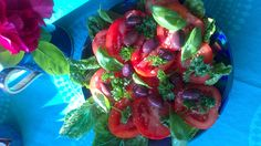 Tomater, basilika, persilja Salads, Stuffed Peppers, Vegetables, Food, Stuffed Pepper, Essen, Vegetable Recipes, Meals, Yemek