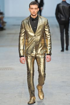 See all the Collection photos from Costume National Spring/Summer 2014 Menswear now on British Vogue John Varvatos, Dolce & Gabbana, Vogue Paris, Fashion Show, Mens Fashion, Fashion Design, Milan Fashion, High Fashion, Fashion Trends