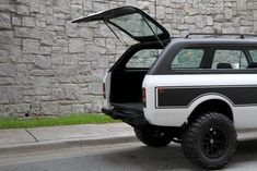 Motorcar Studio is pleased to offer this 1976 International Harvester Scout II Traveler. A long-wheelbase version of the popular Scout II, the Traveler has. International Scout Ii, International Harvester Truck, Internacional Scout, The Dunes, Car Travel, Ford Bronco, Hot Cars, Land Cruiser, Offroad