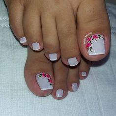23 that will make you bright summer nails designs glitter fun 008 Pretty Toe Nails, Cute Toe Nails, Love Nails, My Nails, Glitter Nails, Bright Summer Nails, Summer Toe Nails, Chic Nail Art, Chic Nails