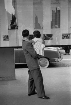 Henri Cartier-Bresson 1953 Zürich Bahnhofstrasse. Statistics of traffic accidents are exhibited to educate passers-by