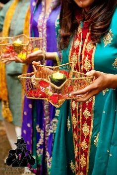 Mehndi Thaals And Plates Decoration Ideas Desi Wedding Decor, Wedding Stage Decorations, Wedding Crafts, Wedding Ideas, Hall Decorations, Diwali Decorations, Wedding Table, Wedding Stuff, Wedding Planning