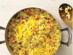Món cơm rang quen thuộc với chút biến tấu lạ miệng sẽ chắc hẳn sẽ làm gia đình bạn thích thú. #Foodgia