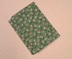 ポケットティッシュケース・ふた付き。その②です 畳んで縫うだけ、簡単で、物入れのケースもついて蓋もあるタイプ。 縫う前の畳み方を写真は多いですが順を追...