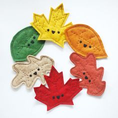 Sewing Toys These felt leaves are super cute, easy to sew, and fun to play with because they crinkle and crunch! Easy Sewing Projects, Sewing Projects For Beginners, Sewing Hacks, Sewing Crafts, Craft Projects, Sewing Tips, Sewing Tutorials, Felt Diy, Felt Crafts
