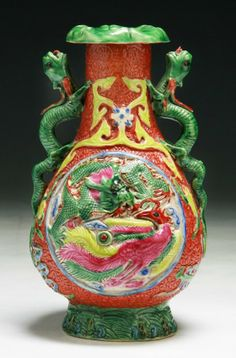 A Chinese Antique Famille Rose Porcelain Vase: of late Qing Dynasty or Minguo Period; Size: H: 7""