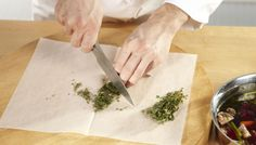 Protect your chopping board with SAGA Cooking Paper to prevent odour contamination when you work with onion, garlic, herbs or similar. Saga, Tabletop, Onion, Garlic, Herbs, Canning, Paper, Tableware, Board