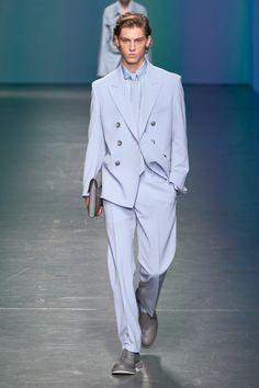 Boss Spring 2020 Ready-to-Wear Fashion Show - Vogue Male Fashion Trends, Fashion Week, Fashion Outfits, Men Fashion Design, Milan Fashion, Fashion Styles, Fashion Boots, Men's Fashion, Business Casual Men