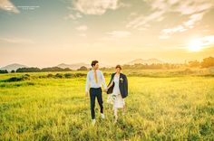안녕하세요. 컨셉웨딩촬영 '멜로우톤스냅' 입니다. 'Natural & Vintage wedding'을 모티브로 일생의 단 한번뿐인 두분만의 소중한 추억을 더욱 아름답고 특별하게 만들어드리겠습니다. Dream Day Wedding, Pre Wedding Photoshoot, Wedding Photo Inspiration, Falling In Love, Love Story, Engagement Photos, Countryside, Wedding Photography, Weddings