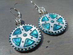 Steampunk earrings, teal color (black back). Diameter : Cog earrings, acrylic background with coat of quality resin. Steampunk Earrings, Silver Earrings, Drop Earrings, Aqua, Turquoise, Teal Colors, Back To Black, Personalized Items, Etsy
