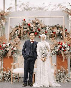 Ideas Wedding Dresses Muslim Islamic For 2019 Wedding Backdrop Design, Wedding Stage Design, Wedding Reception Backdrop, Wedding Stage Decorations, Muslimah Wedding Dress, Muslim Wedding Dresses, Top Wedding Dresses, Hijab Bride, Malay Wedding Dress