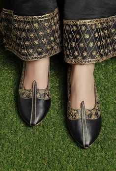 Black Zari Aari Embroidered Juttis Simple, classic juttis with a unique update in the form of zari aari embroidery. Handcrafted in premium black cruelty-free leather, they feature a beautiful golden embroidered design with luxurious velvet insoles. Embroidery Suits Punjabi, Kurti Embroidery Design, Aari Embroidery, Pakistani Fashion Party Wear, Pakistani Dress Design, Velvet Dress Designs, Indian Shoes, Dress Design Sketches, Tunic Designs