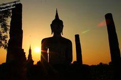 A cidade história de Sukhothai é considerada um Patrimônio Mundial da UNESCO, devido as monumentos que ilustram o início da arquitetura tailandesa. A civilização que envolveu o Reino de Sukhothai absorveu as influências e antigas tradições locais, formando esse estilo de construção tão valorizado por especialistas.