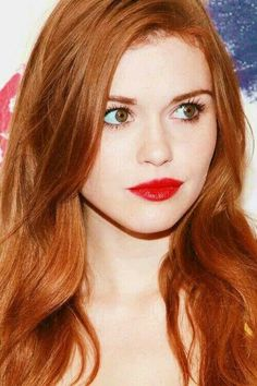 Amber hair with red lips (Holland Roden) Hair Goals Color, Red Hair Color, Color Red, Pretty Hairstyles, Easy Hairstyles, Beauté Blonde, Blonde Streaks, Red Hair Woman, Girl Hair