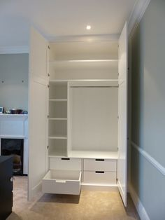 Our fitted wardrobes in London are made to measure, making the best possible use of your space. Choose a bespoke look and custom storage inside. Bedroom Built In Wardrobe, Bedroom Built Ins, Alcove Wardrobe, Wardrobe Room, Modern Wardrobe, Built In Wardrobe Ideas Sliding Doors, Built In Wardrobe Ideas Layout, Fitted Wardrobe Interiors, Small Wardrobe