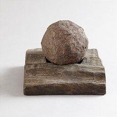 CANON BALL, resting on a piece of the deck from the ship Rikswasa, built 1599. Sweden.  KANONKULA, vilande på del av däcksplanka från Amiralskeppet Rikswasa, byggd Stockholm 1599, förlist 1623, bärgad av bröderna Nalin 1962, kulans diameter 10 cm