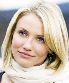 "Pumped Up Pout: Cameron Diaz in ""The Holiday"", 7 Best Looks from Our Favorite Holiday Movies - (Page Cameron Diaz Short Hair, Cameron Diaz Movies, Cameron Diaz Hairstyles, Holiday Hairstyles, Bob Hairstyles, Holiday Cameron Diaz, Cameron Dias, Keira Knightley Hair, Blonde Hair Shades"