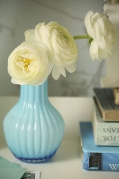 i love this flower, but i hate the name.  ranunculus.  like you're trying to clear your throat.