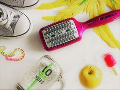 Dein perfektes Hairstyling war noch nie so einfach - mit der Babyliss Liss Brush 3D Glättbürste! Keramikborsten und Silikonnoppen schützen das Haar beim Glätten. Detox, Hair Makeup, Make Up, 3d, Hair Styles, Beard Trimming, Simple, Products, Hair Plait Styles