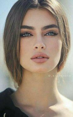 Most Beautiful Faces, Beautiful Eyes, Beauty Makeup, Hair Makeup, Hair Beauty, Minimal Makeup Look, Bridal Makeup Looks, Brunette Beauty, Cute Beauty