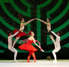 https://flic.kr/p/bromCm   Tamara Rojo as The Red Queen, and artists of the Royal Ballet in Alice's Adventures in Wonderland © Johan Persson/ROH 2011   Tamara Rojo as The Red Queen, and artists of the Royal Ballet in Christopher Wheeldon's Alice's Adventures in Wonderland.  The Royal Ballet 2010/11 season. www.roh.org.uk/productions/alices-adventures-in-wonderlan...