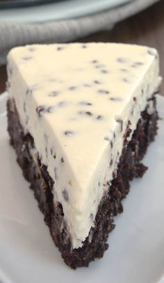 Chocolate Chip Cheesecake with Brownie Crust YUM