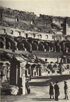 Foto storiche di Roma - Turisti al Colosseo Anno: 1865