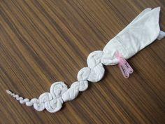 mandala bound Mandala Shibori and Tye dye Fête Tie Dye, Tie Dye Party, Bleach Tie Dye, Shibori Tie Dye, How To Tie Dye, How To Dye Fabric, Fabric Art, Fabric Crafts, Tye Dye