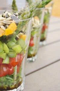 Salat vom grünen Spargel einmal anders Fruit Salad, Food, Asparagus, Food Items, Easy Meals, Cooking, Fruit Salads, Essen, Meals