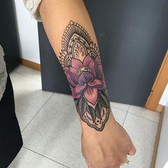 forearm tattoo girl mandala colour of lotus flower – Nicole Enzmann - Tattoos for Couples,Tattoos for Women Hand Tattoos, Lotusblume Tattoo, Arm Sleeve Tattoos, Sleeve Tattoos For Women, Cover Tattoo, Tattoo Fonts, Forearm Tattoos, Body Art Tattoos, Maori Tattoos