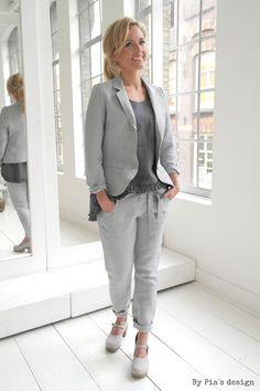 BYPIAS Linen Blazer SO FAMOUS & Linen Pants TEASE / @bypiaslifestyle www.bypias.com