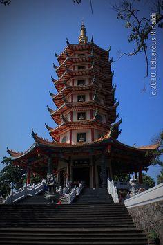 pagoda Avalokitesvara buddhagaya1, Watugong-Semarang - Indonesia