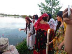 Vrăjitoarea Elena Minodora a condus ritual de sacrificiu la baltă filamt pentru tv Moscova - Vrăjitoare România Mai, Fish, Portal, Ichthys