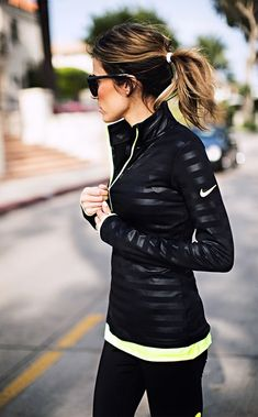 slim-and-sexy-winter-sports-wear-outfits-13