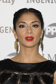 Nicole Scherzinger Gold Dangle Earrings - Nicole gave her lobes the Midas touch with a glistening golden pair of earrings. Nicole Scherzinger, Summer Curls, Iconic Women, Red Lipsticks, Red Hair, Makeup Tips, Dangle Earrings, Dangles, Make Up