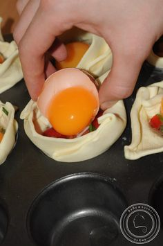 Jajka zapiekane w cieście francuskim Polish Recipes, Polish Food, Breakfast For Dinner, Food And Drink, Appetizers, Eggs, Favorite Recipes, Snacks, Gourmet