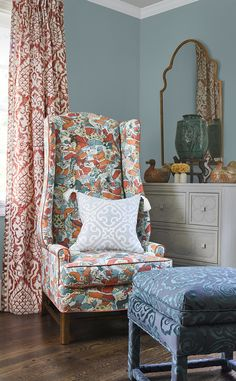 Scalamandré Fabric presents a brand new line of ornamental fabrics. The Chinois Chic collection is inspired by the centuries-old tradition of chinoiserie. Patterned Chair, Rich Home, Cosy Corner, Custom Drapes, Fabric Houses, Cool Chairs, Fabric Decor, Beautiful Homes, Upholstery