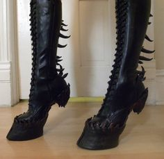 indiefashionlove: Oonacat: Heelless Hooves for Costume Check out these incredible boots. I've often thought certain styles of shoe loom like hooves – and… View Post Hoof Shoes, Shoe Boots, Fantasy Costumes, Cosplay Costumes, Demon Costume, Wendigo Costume, Steampunk, Catty Noir, Halloween Disfraces