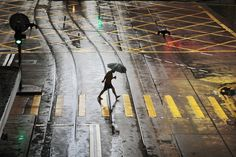 Photography: Hong Kong in the Rain || Photos by Christophe Jacrot  Beautiful street images of HK in the rain, these photos makes rainy days look oh so nice :)     http://www.mymodernmet.com/profiles/blogs/christophe-jacrot-hong-kong-in-the-rain
