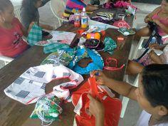 Women in een native village in Surinam,  Powakka, learing making bags. DORA ENTERPRISE is working with them