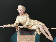 Marilyn Monroe photographed by Milton Greene Estilo Marilyn Monroe, Rare Marilyn Monroe, Marilyn Monroe Photos, Hollywood Actor, Hollywood Actresses, Vintage Hollywood, Rare Pictures, Rare Images, Cinema Tv